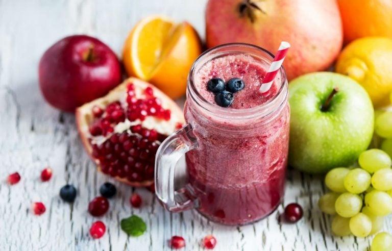 Suco detox de frutas vermelhas