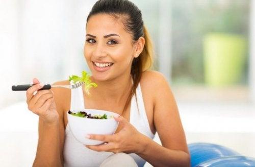 Três opções de salada refrescantes para comer no verão