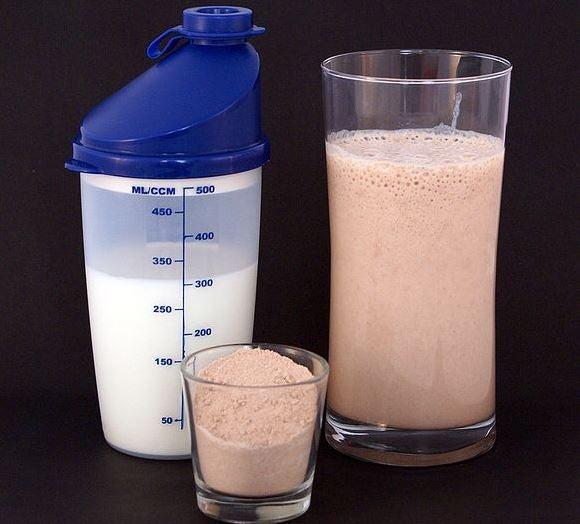 Suplemento de proteína de morango com leite