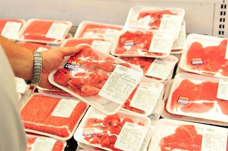 Carnes embaladas com ingredientes que devemos evitar