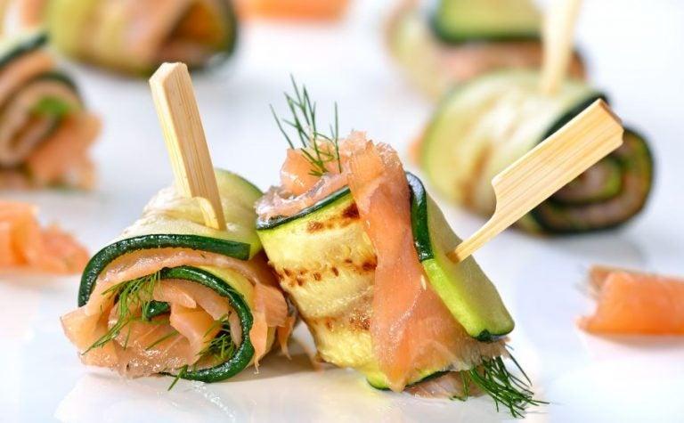 Rolinhos de abobrinha com salmão defumado