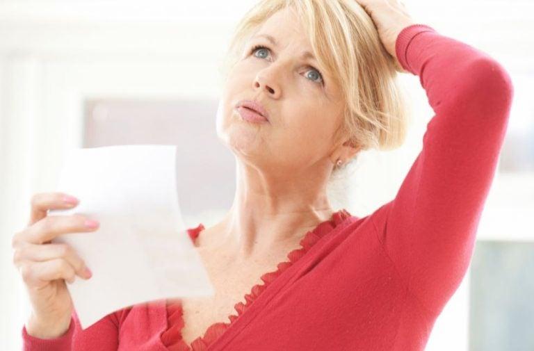 Mulher com calor da menopausa