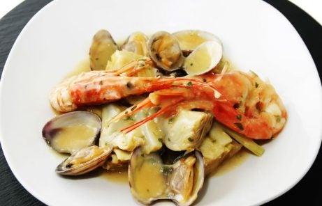 Prato de alcachofra com camarões