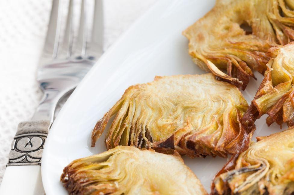 Prato de alcachofra frita