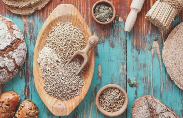 alimentos que contêm glúten: vários tipos de pães e cereais