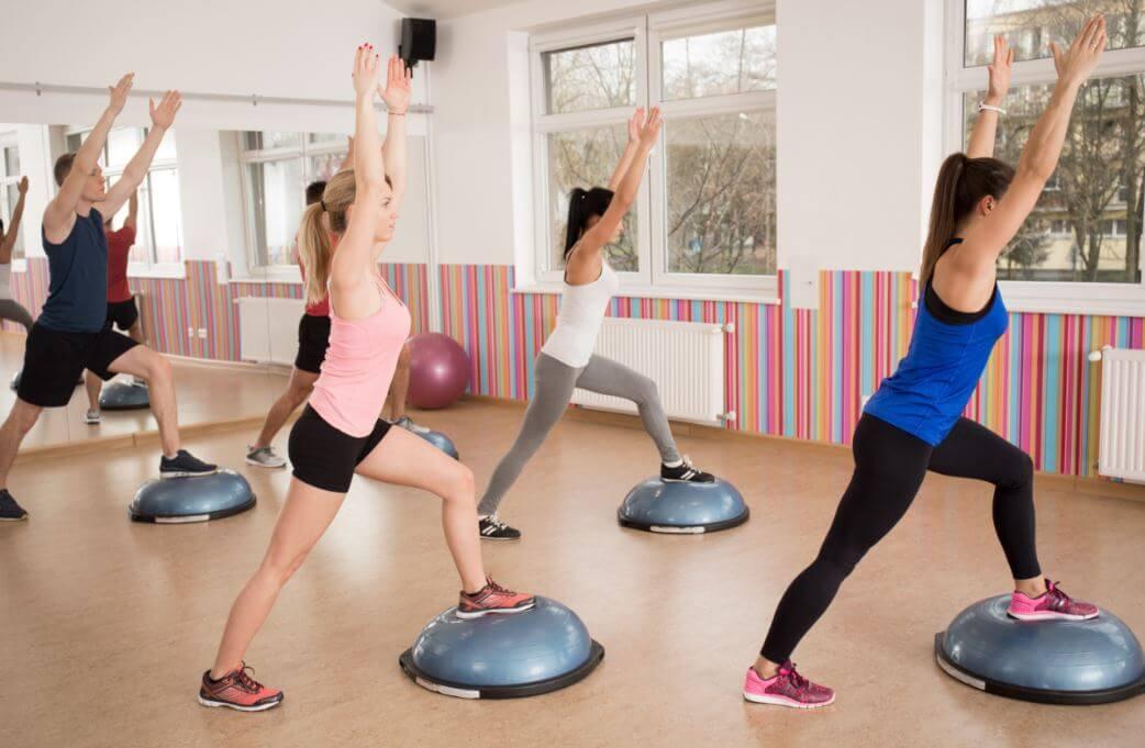 Os 5 melhores exercícios com bosu que você deve incluir no treino