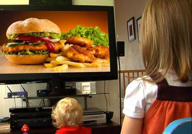 A publicidade de junk food deveria ser controlada?