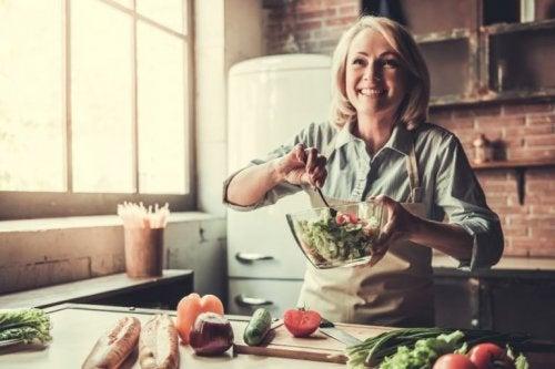 A influência da dieta na menopausa e os nutrientes mais importantes