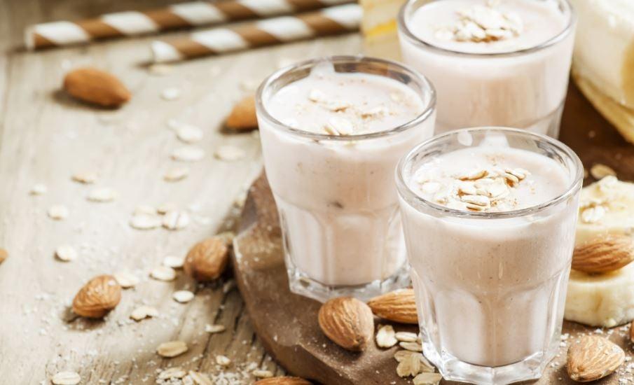 Copos com leite de amêndoa