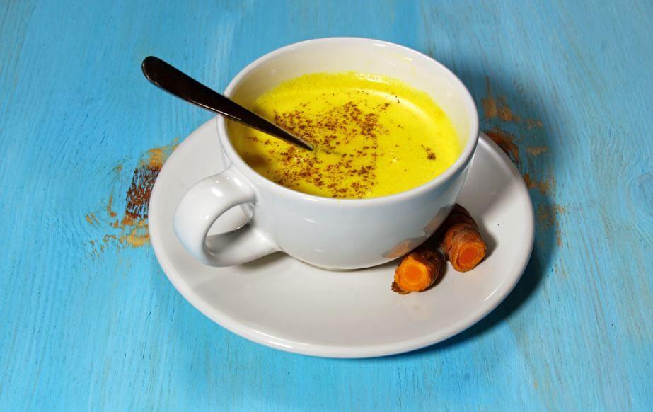 Receita de golden milk ou leite dourado