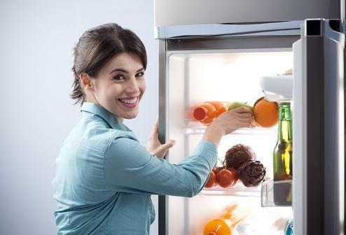 Geladeira com alimentos saudáveis