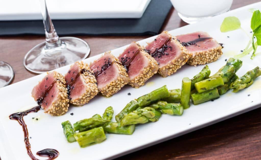 Tataki com aspargos: Comida japonesa saudável