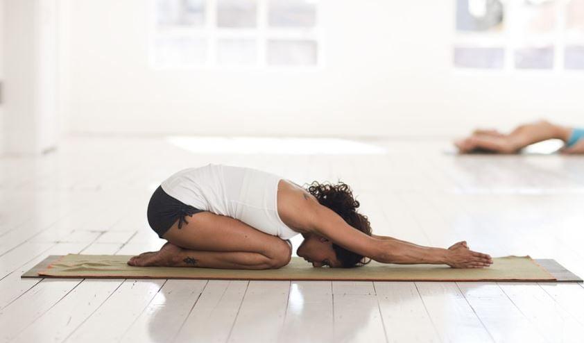 posição da criança no yoga