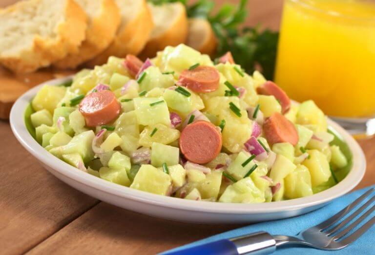 Propriedades e receitas de salada de batata