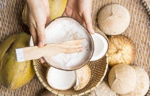 Os benefícios do óleo de coco para quem pratica exercícios