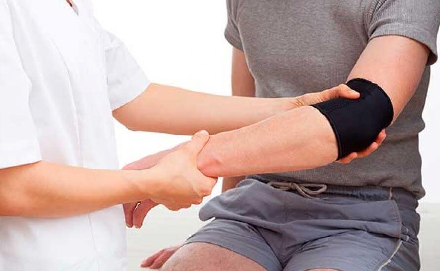 Pessoa com lesão no braço