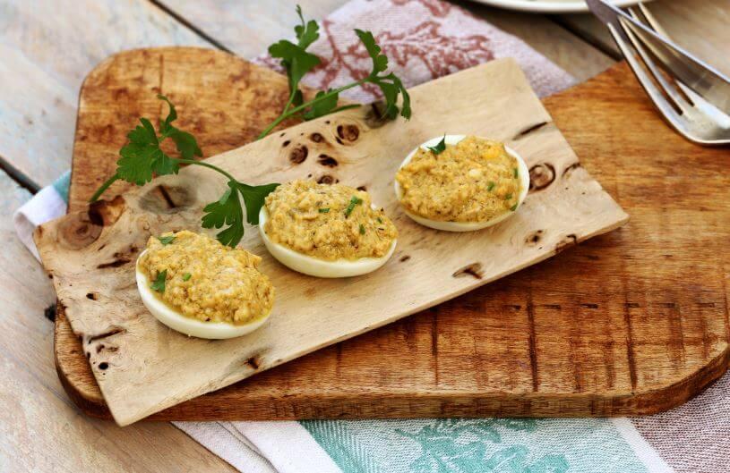 Pratos com ovos: ovos recheados