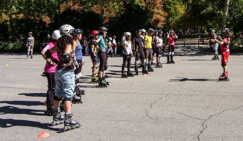 Aula de patins no parque