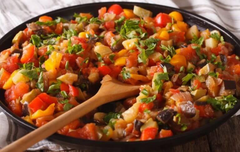 Pisto de legumes na panela