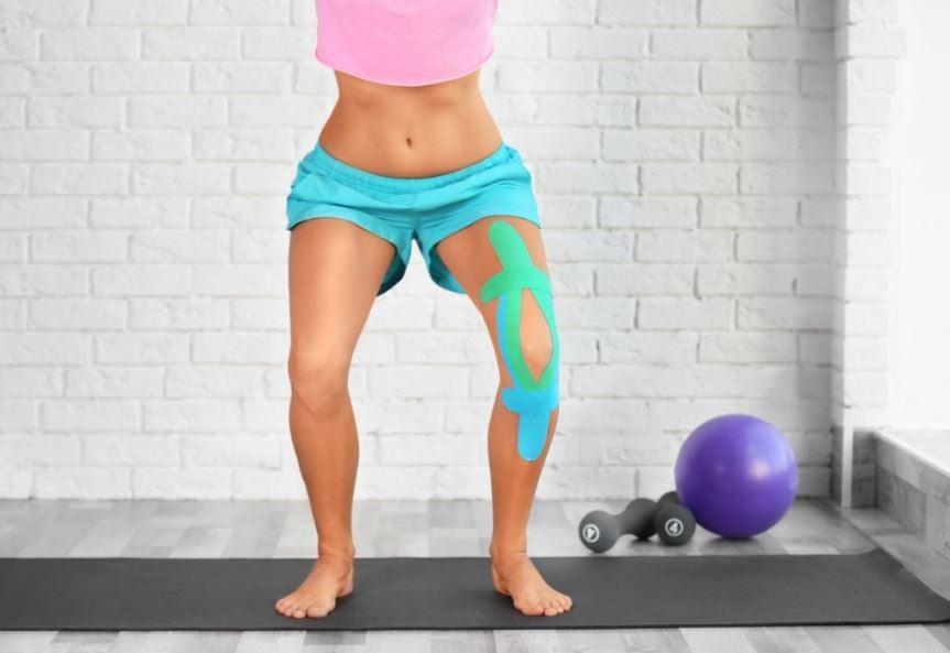 Pessoa fazendo fisioterapia para lesões no joelho