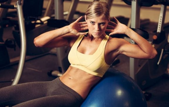 Exercícios de abdominais superiores e para a zona média