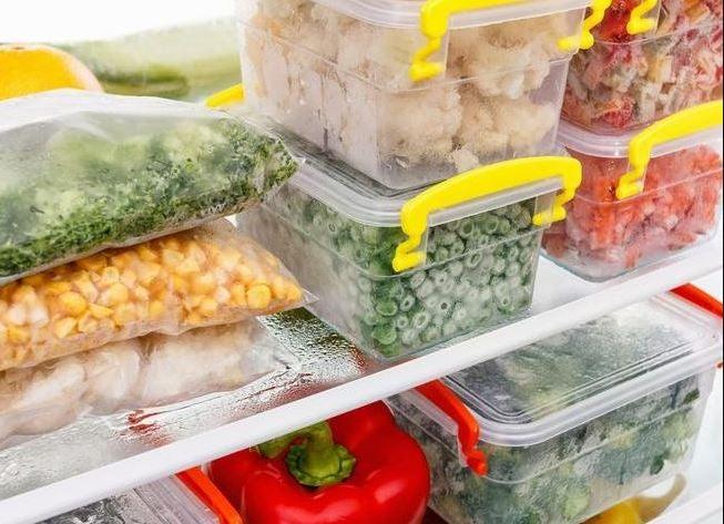 Um freezer cheio de comida saudável