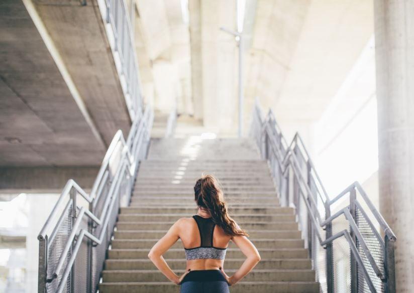 Subir escadas: um treino desafiador de 15 minutos
