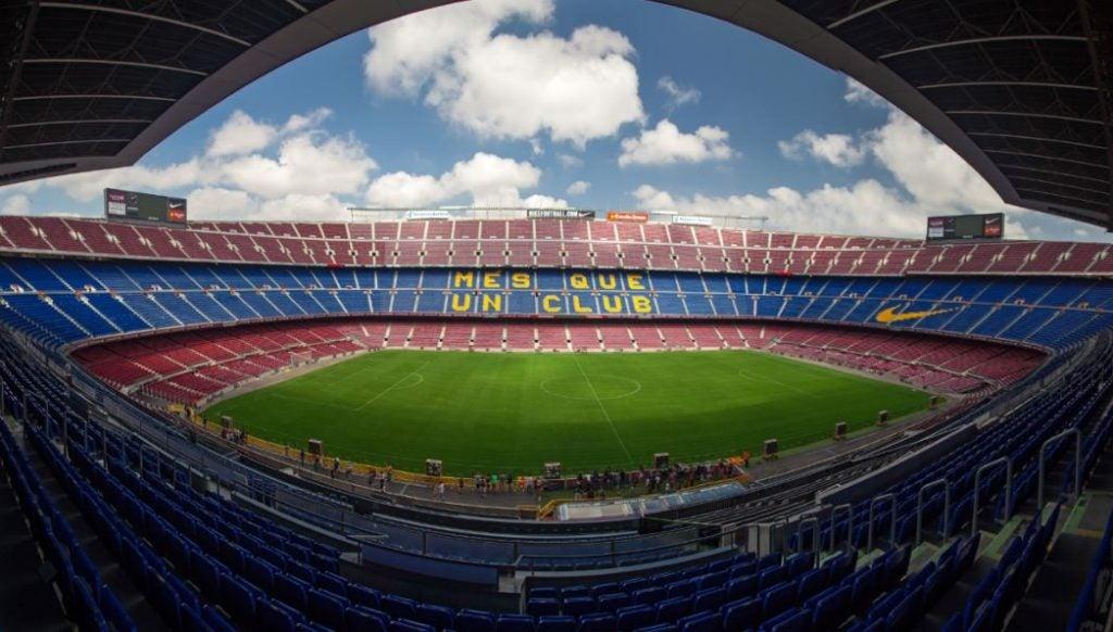 Estádio com o lema do Barcelona