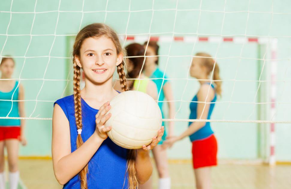 Menina durante uma partida de vôlei