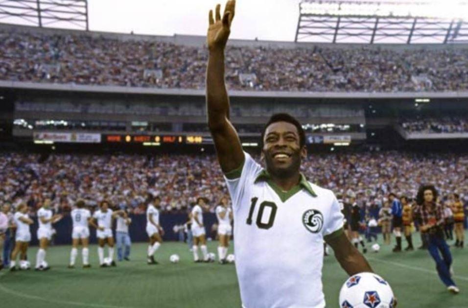 Pelé cumprimento público no estádio