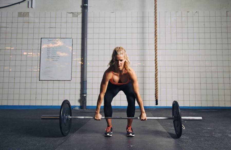 Mulher fazendo CrossFit