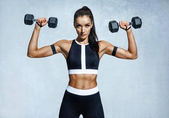 Braços firmes: cinco exercícios para reduzir a flacidez dos braços
