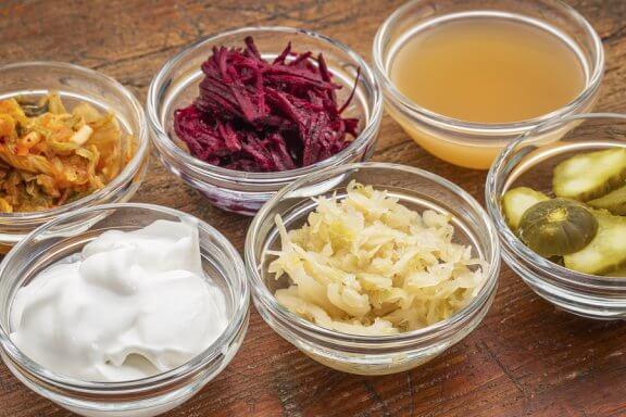 O que é a fermentação de alimentos e como ela beneficia a saúde?