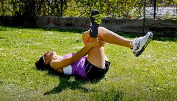 Alongamento dos músculos do quadril e da banda iliotibial