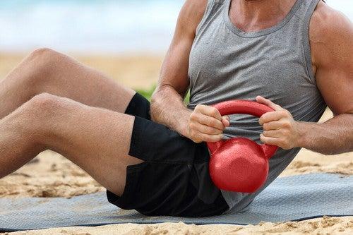 6 exercícios para o core com kettlebell