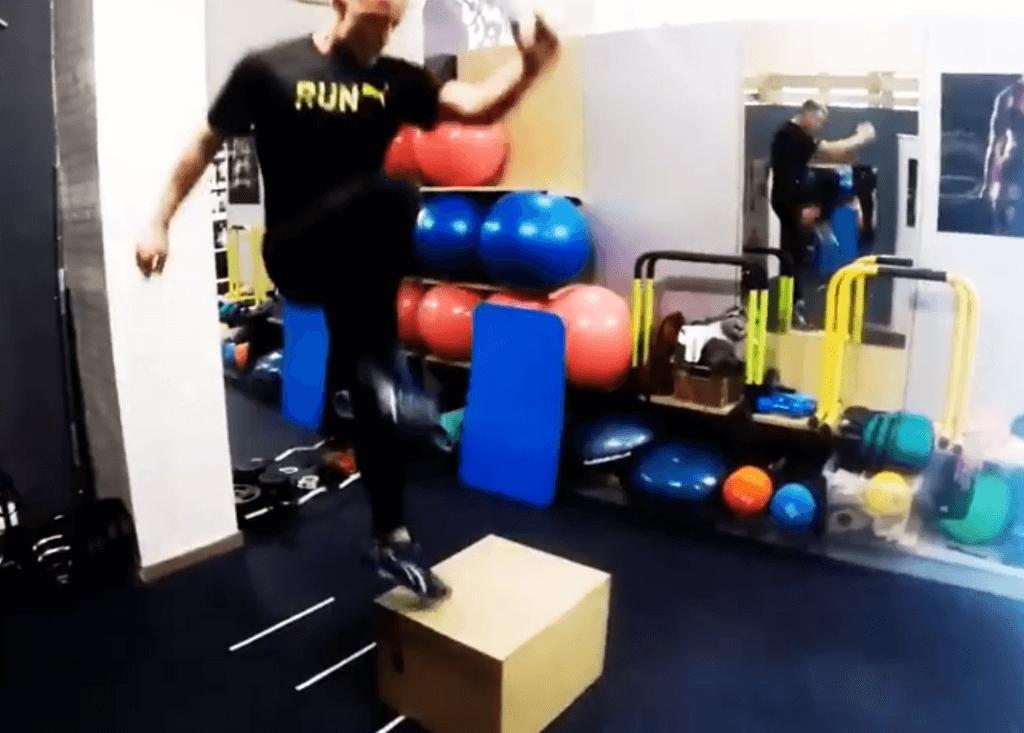 Exercício com a caixa pliométrica