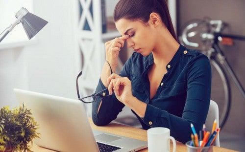 Assituações de estresse podem fazer com que você sinta a necessidade de comer em excesso