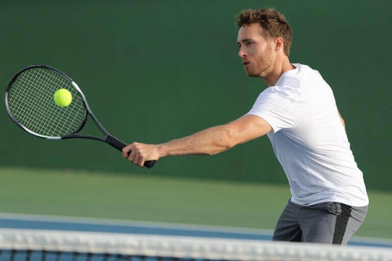 O tênis é um esporte muito completo