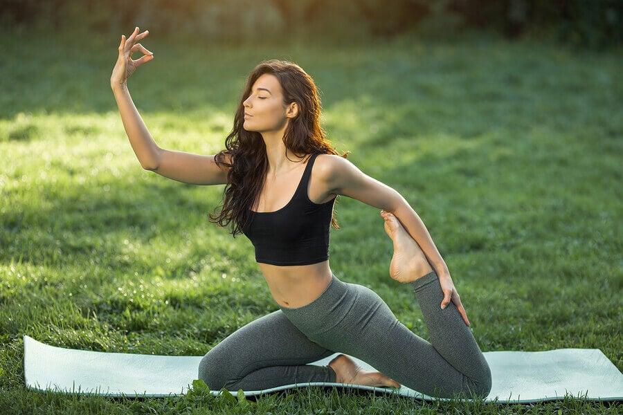 Poses de Yoga para melhorar o levantamento de peso
