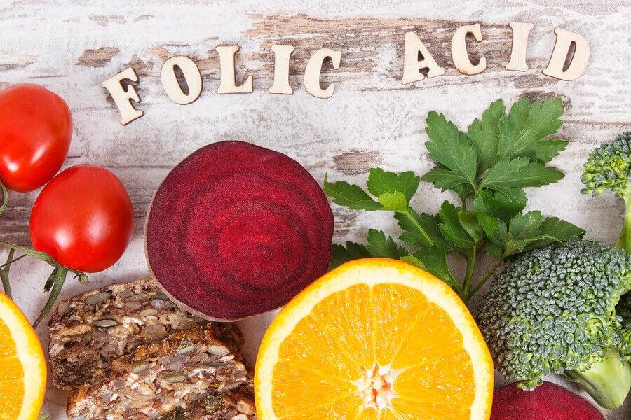 Por que os adultos fisicamente ativos podem precisar de mais ácido fólico?