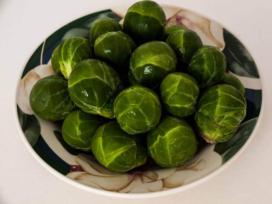 Benefícios da couve-de-bruxelas – e 2 receitas!