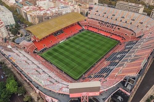 Mestalla é o estádio do Valência e está localizado na cidade de mesmo nome