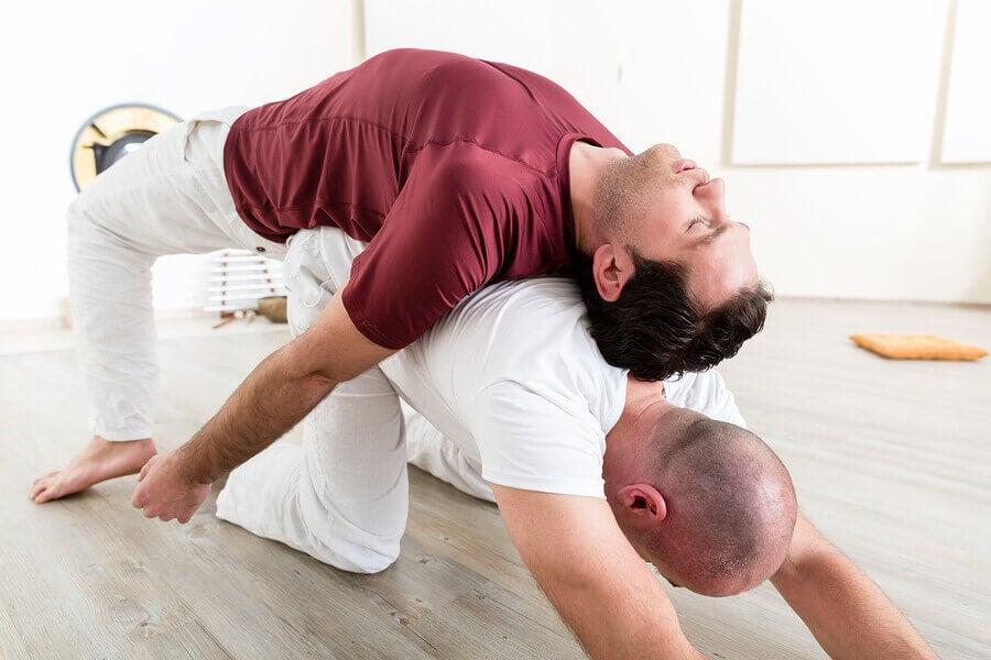 6 posturas de acroyoga para iniciantes