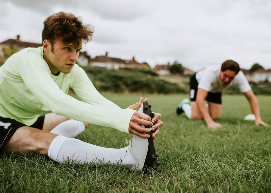 6 exercícios de alongamento para jogadores de futebol
