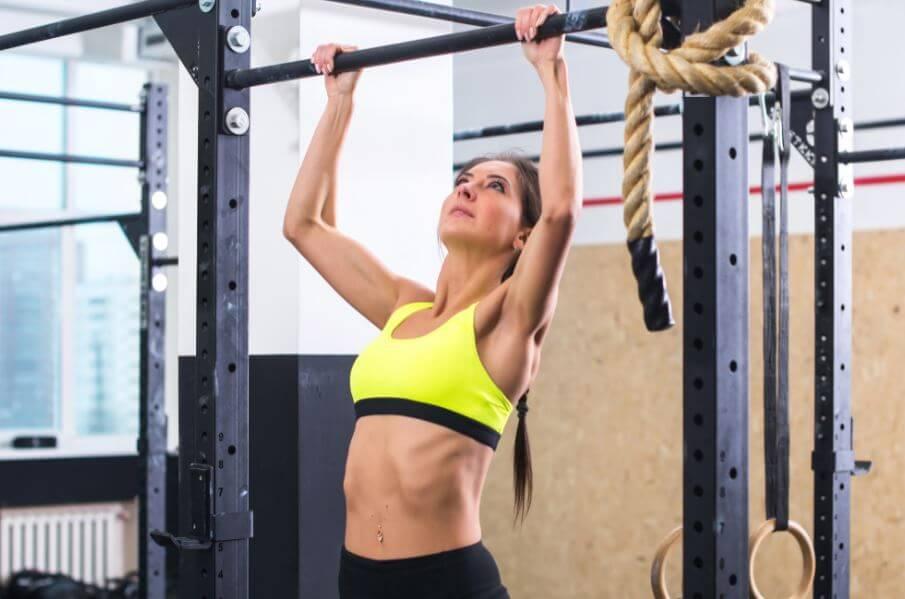 Flexão de braços para trabalhar os músculos das costas