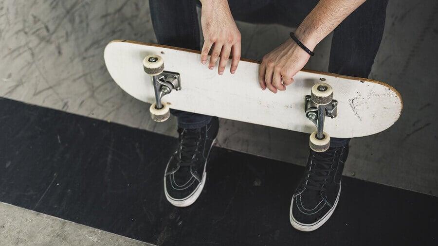 Exercícios com skate para ficar em forma