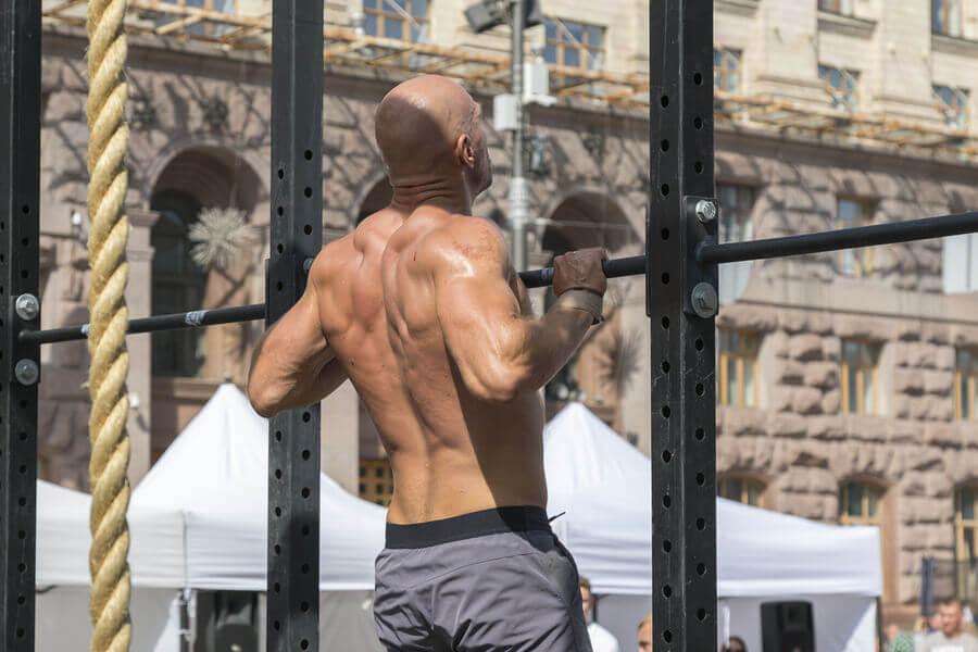 Músculos trabalhados nos exercícios de tração na barra fixa