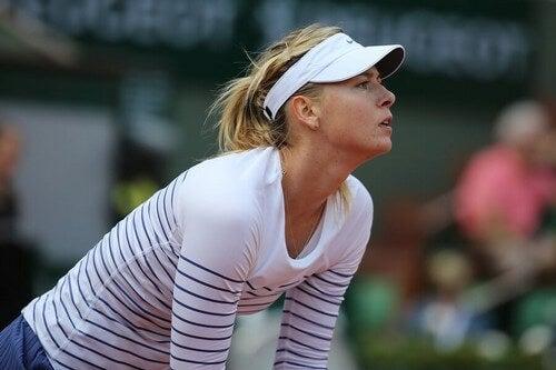 Quando um atleta é considerado culpado em um caso de doping, ele pode receber várias penalidades, como foi o caso da tenista Maria Sharapova
