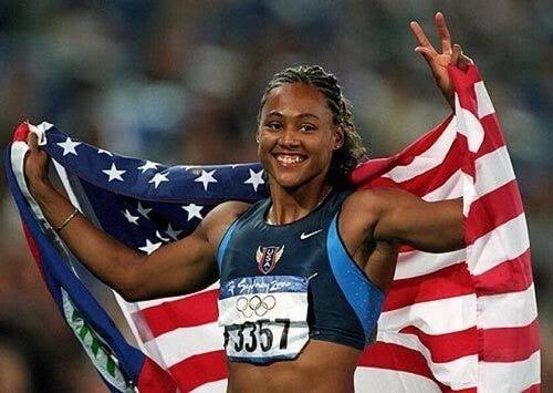 Marion Jones, após ter admitido em tribunal ter usado esteróides nos Jogos de 2000, perdeu suas medalhas e teve seus registros excluídos