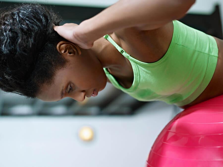 Exercício com a bola suíça